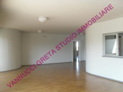 Immobile Commerciale in affitto a Poggio a Caiano, 13 locali, zona Località: POGGIO A CAIANO, prezzo € 7.000 | Cambio Casa.it