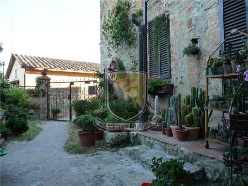 COLONICA borgo medioevale in  vendita a SOVICILLE - SOVICILLE (SI)