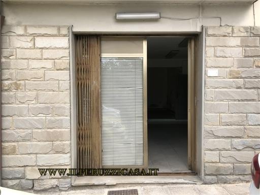 FONDO / NEGOZIO / UFFICIO commerciale in  affitto a ANTELLA - BAGNO A RIPOLI (FI)