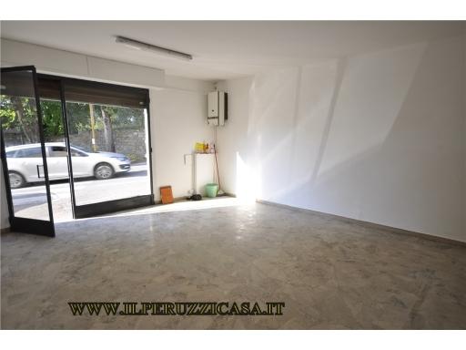 FONDO / NEGOZIO / UFFICIO commerciale in  vendita a SAN DONATO IN COLLINA - RIGNANO SULL'ARNO (FI)