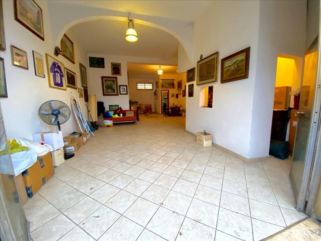 Fondo / Negozio / Ufficio in vendita a Firenze zona Piazza pier vettori - immagine 1