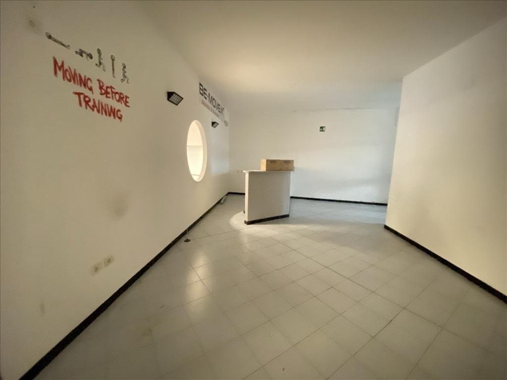 Fondo / Negozio / Ufficio in affitto a Firenze zona Legnaia - immagine 8