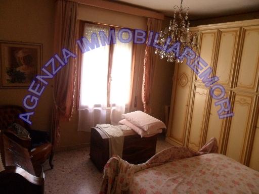 appartamento in piccolo condominio, posto al secondo piano e composto da ingresso, soggiorno, cucina, ripostiglio, due camere matrimoniali, bagno. da rimodernare. classe g - classe energetica in elaborazione