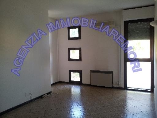FONDO / NEGOZIO appartamento uso ufficio in  affitto a TERRASANTA - EMPOLI (FI)