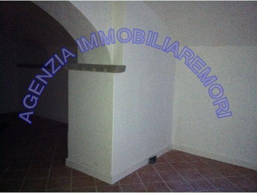 FONDO / NEGOZIO commerciale in  affitto a CENTRO - EMPOLI (FI)