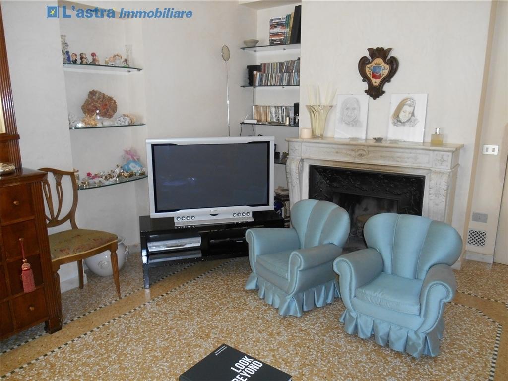 Appartamento in affitto a Carmignano zona Carmignano - immagine 11