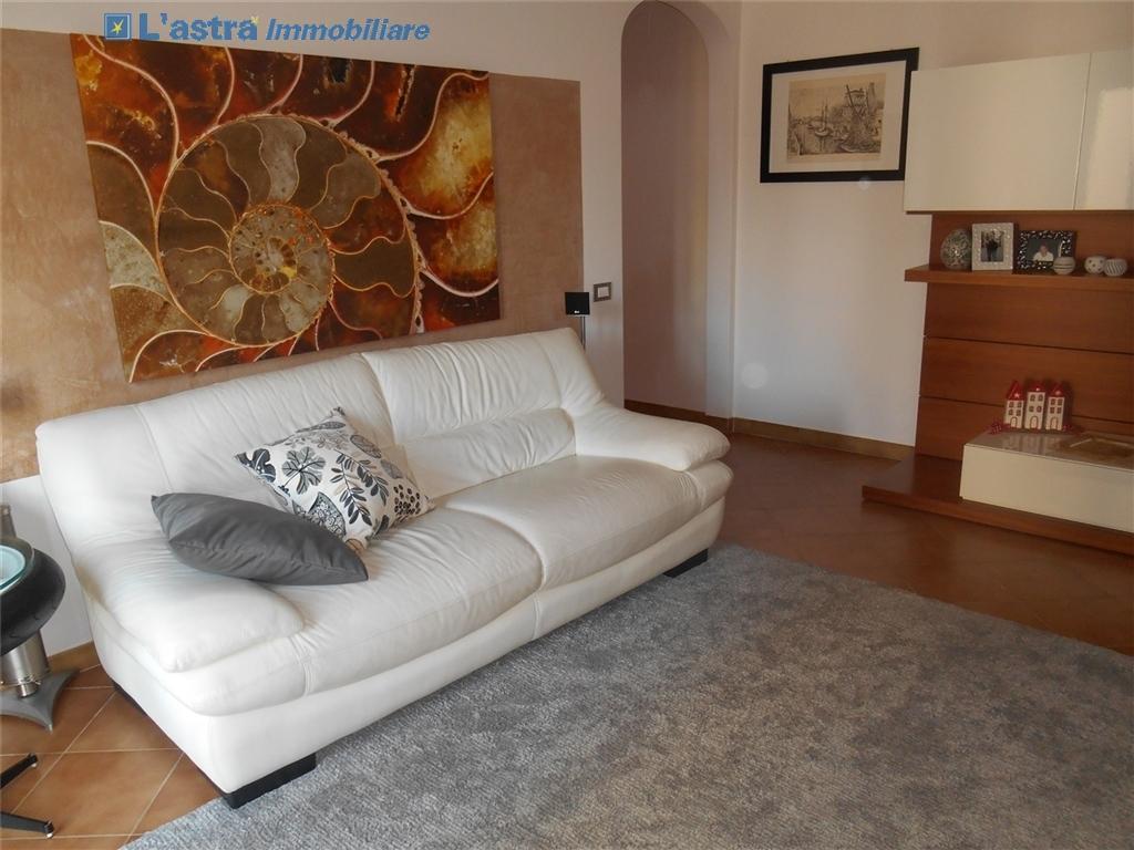 Villa / Villetta / Terratetto in vendita a Signa zona Castello - immagine 2