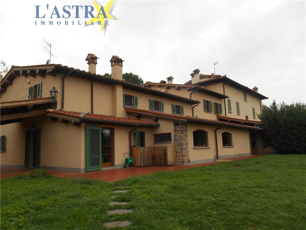 Colonica in vendita a Carmignano zona Comeana - immagine 1