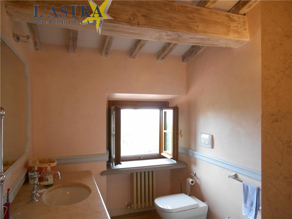 Colonica in vendita a Carmignano zona Comeana - immagine 12