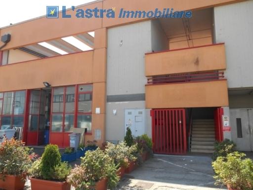 Fondo / Negozio / Ufficio in affitto a Scandicci zona Casellina - immagine 2