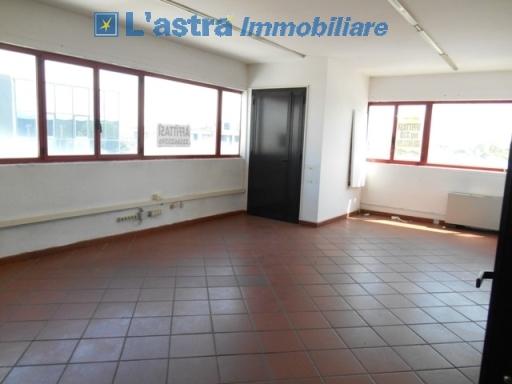 Fondo / Negozio / Ufficio in affitto a Scandicci zona Casellina - immagine 5