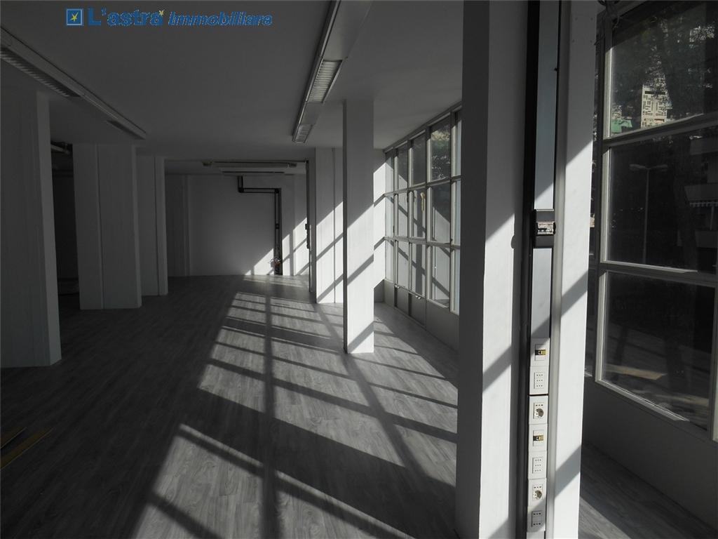 Fondo / Negozio / Ufficio in affitto a Firenze zona Rifredi - immagine 4