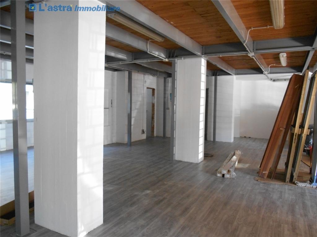 Fondo / Negozio / Ufficio in affitto a Firenze zona Rifredi - immagine 5