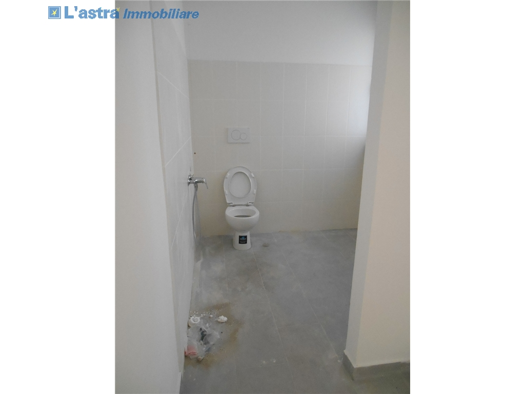 Fondo / Negozio / Ufficio in affitto a Firenze zona Rifredi - immagine 6