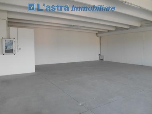Fondo / Negozio / Ufficio in affitto a Scandicci zona San colombano - immagine 3