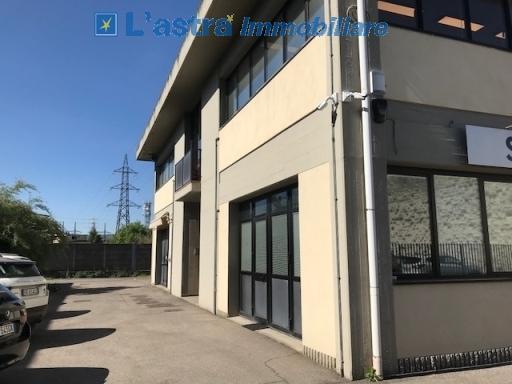 Fondo / Negozio / Ufficio in affitto a Scandicci zona Casellina - immagine 1