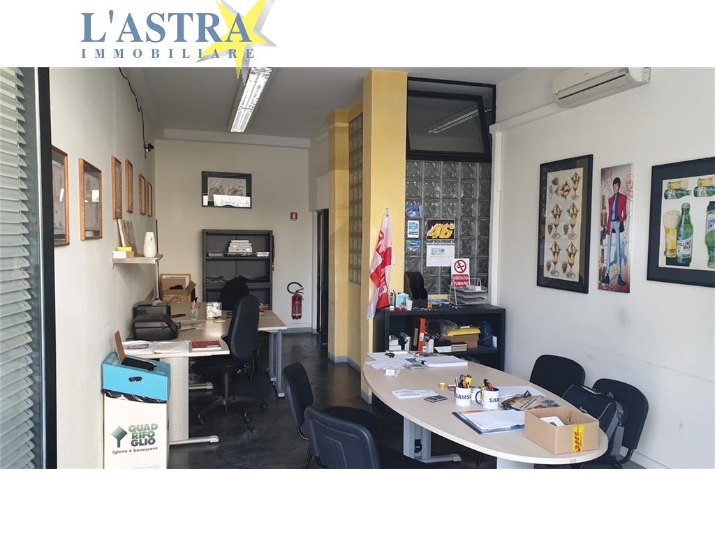 Fondo / Negozio / Ufficio in affitto a Scandicci zona Vingone - immagine 1