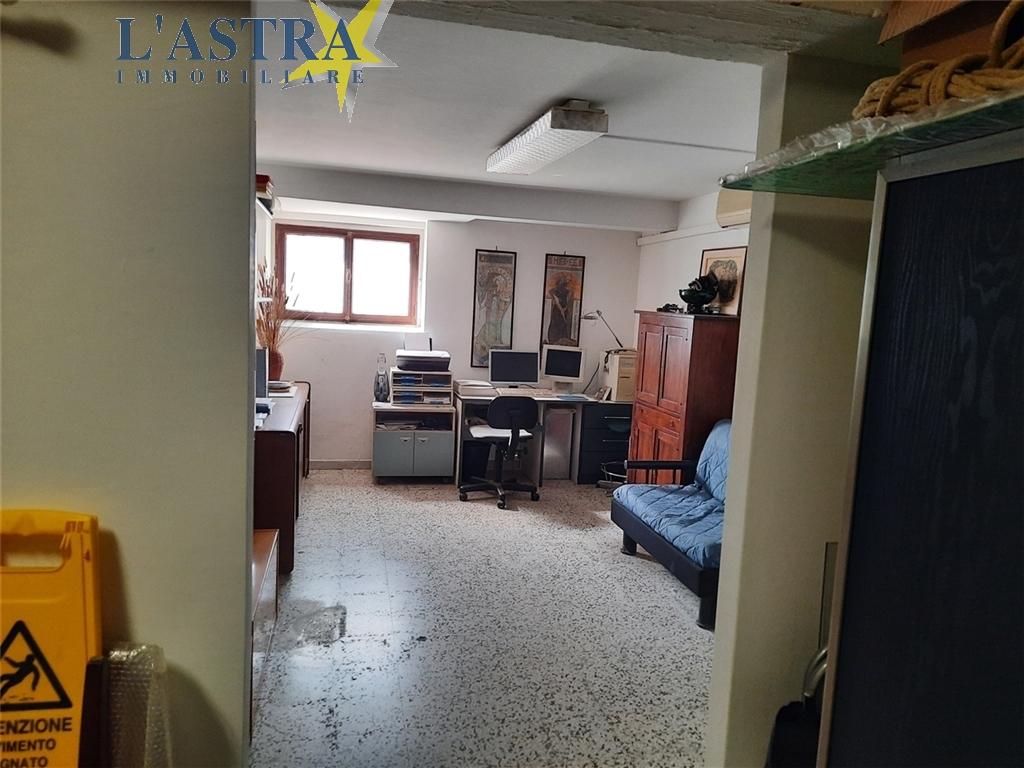 Fondo / Negozio / Ufficio in vendita a Scandicci zona Centro - immagine 8