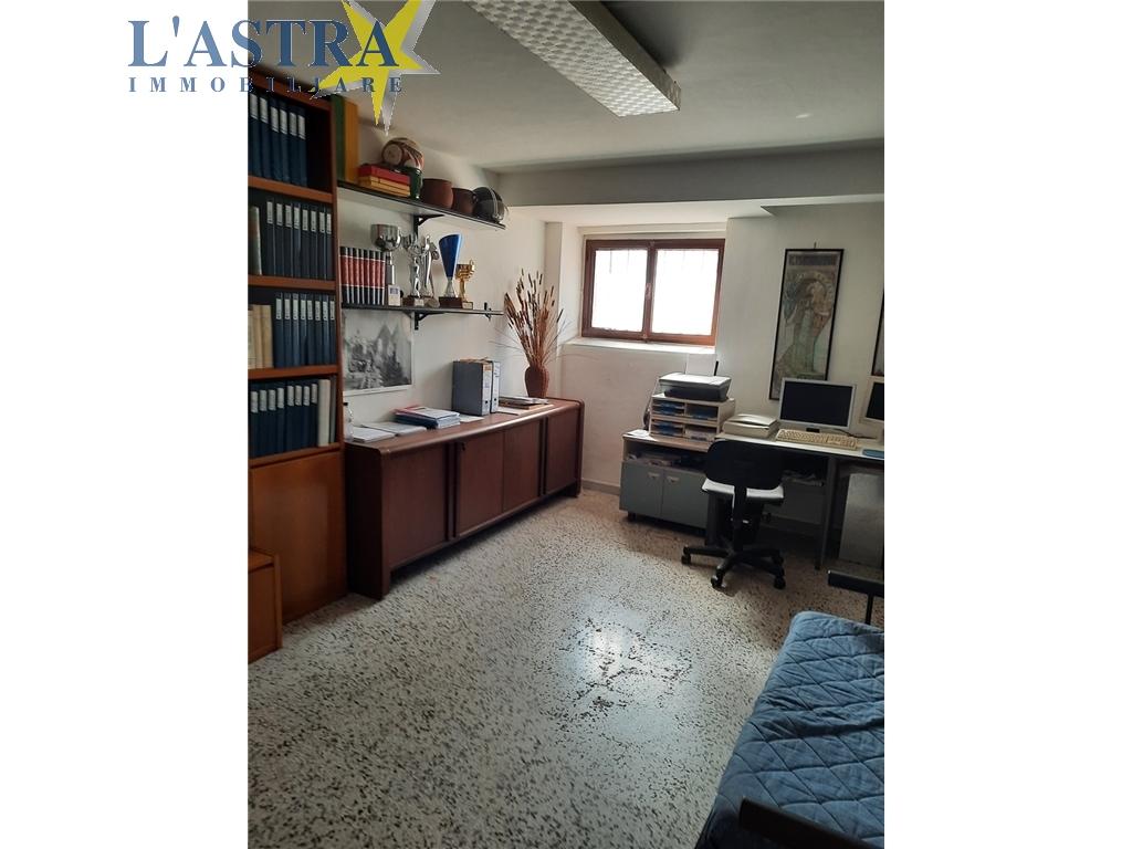 Fondo / Negozio / Ufficio in vendita a Scandicci zona Centro - immagine 9