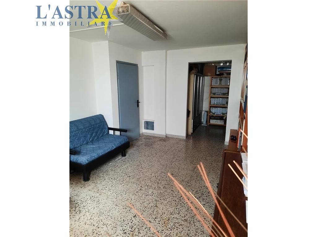 Fondo / Negozio / Ufficio in vendita a Scandicci zona Centro - immagine 11