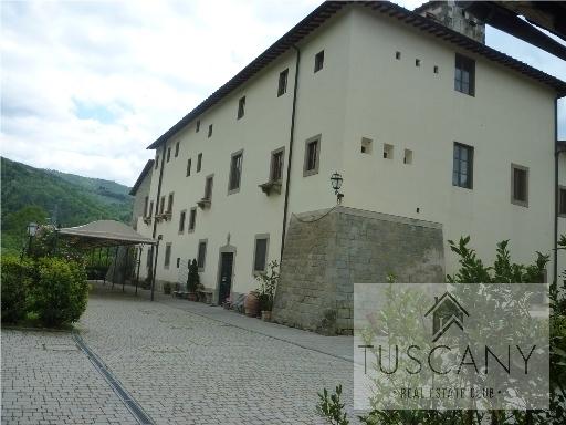 Villa in vendita a Rufina, 35 locali, zona Località: RUFINA, Trattative riservate   Cambio Casa.it