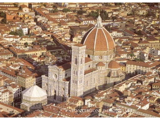 Negozio-locale in Vendita a Firenze: 5 locali, 750 mq