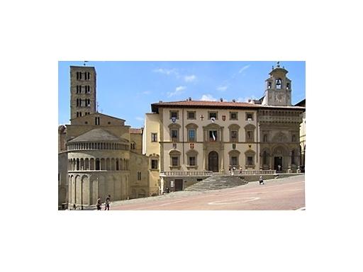 Negozio-locale in Affitto a Arezzo: 5 locali, 180 mq