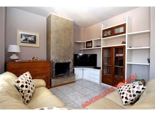 Appartamento in vendita a Greve in Chianti, 6 locali, zona Località: CHIOCCHIO, prezzo € 275.000 | CambioCasa.it