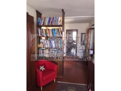 Appartamento in vendita a Agliana, 4 locali, zona Località: AGLIANA, prezzo € 165.000 | CambioCasa.it
