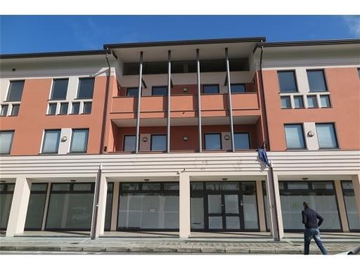 Immobile Commerciale in affitto a Camaiore, 54 locali, zona Località: LIDO DI CAMAIORE, prezzo € 7.000 | Cambio Casa.it