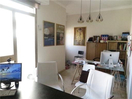 Immobile Commerciale in affitto a Borgo San Lorenzo, 7 locali, zona Località: BORGO SAN LORENZO, prezzo € 1.300 | CambioCasa.it